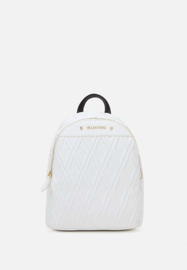 PEPA - Batoh - bianco