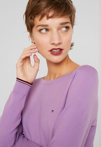 Tommy Hilfiger - BOAT NECK  - Sweter - dusty lilac - 4