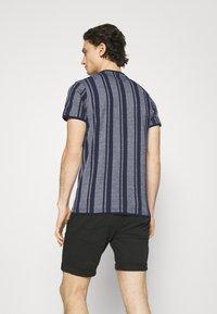 Nerve - SIMON TEE - Print T-shirt - navy blazer - 2