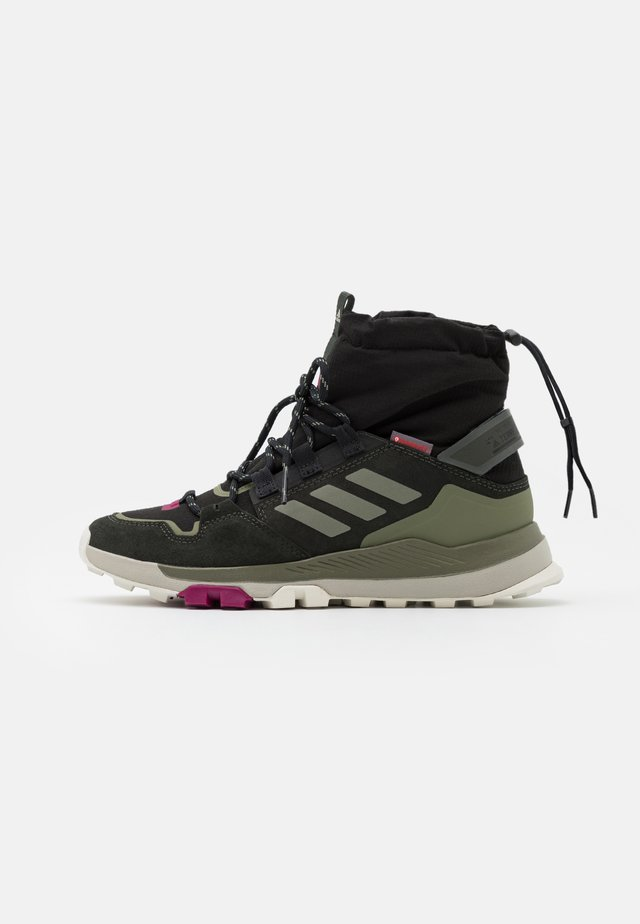 TERREX COLD.RDY TRAXION SHOES MID - Vaelluskengät - core black/legend green