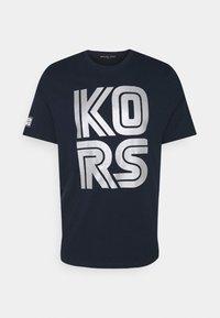 Michael Kors - TECHNO TEE - Print T-shirt - dark midnight - 4