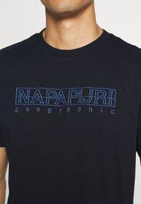 Napapijri - SEBEL - Triko spotiskem - blue marine - 5