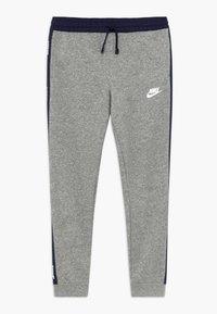 Nike Sportswear - HYBRID PANT - Pantalones deportivos - grey heather/midnight navy/white - 0