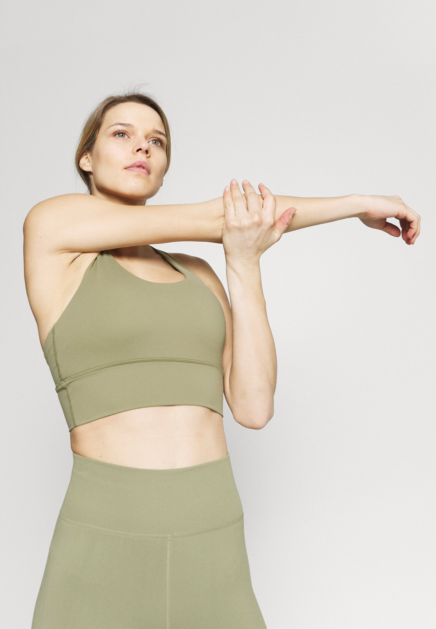 Femme ULTIMATE LONGLINE CROP - Brassières de sport à maintien léger
