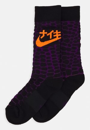 SOX ENERGY GODZILLA - Sports socks - black/voltage purple/total orange