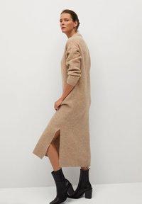 Mango - POLIN - Pletené šaty - marron moyen - 2