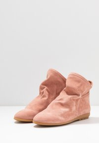 Mis Pepas - Ankle boot - powder