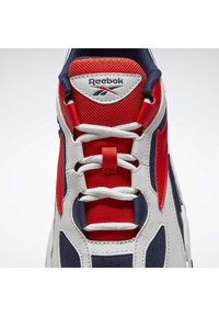 Reebok Classic - EVZN SHOES - Trainers - grey - 10