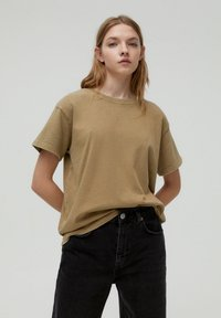 PULL&BEAR - T-shirt con stampa - brown - 0