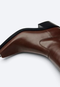 Uterqüe - FLACHE - Cowboy/biker ankle boot - brown - 3