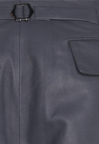 Trussardi - TROUSERS BERMUDA KANSA - Shorts - magnet - 2