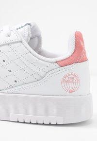adidas Originals - SUPERCOURT  - Trainers - footwear white/glow pink - 2
