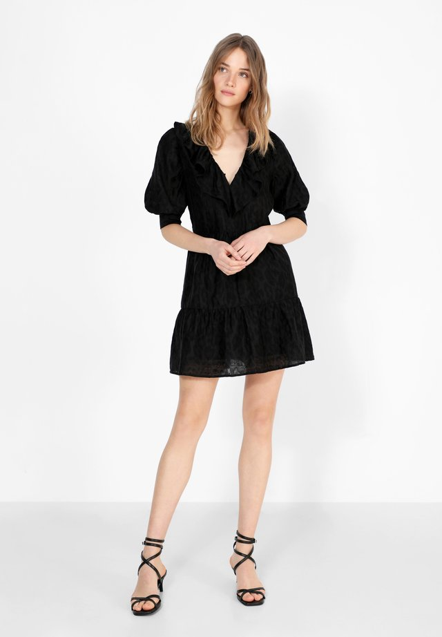 VOLUM - Korte jurk - black