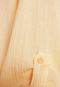 Kaffe - KAVIVIAN DENIKE DRESS - Shirt dress - golden haze - 2
