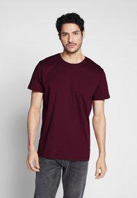 Esprit - Basic T-shirt - bordeaux red - 0