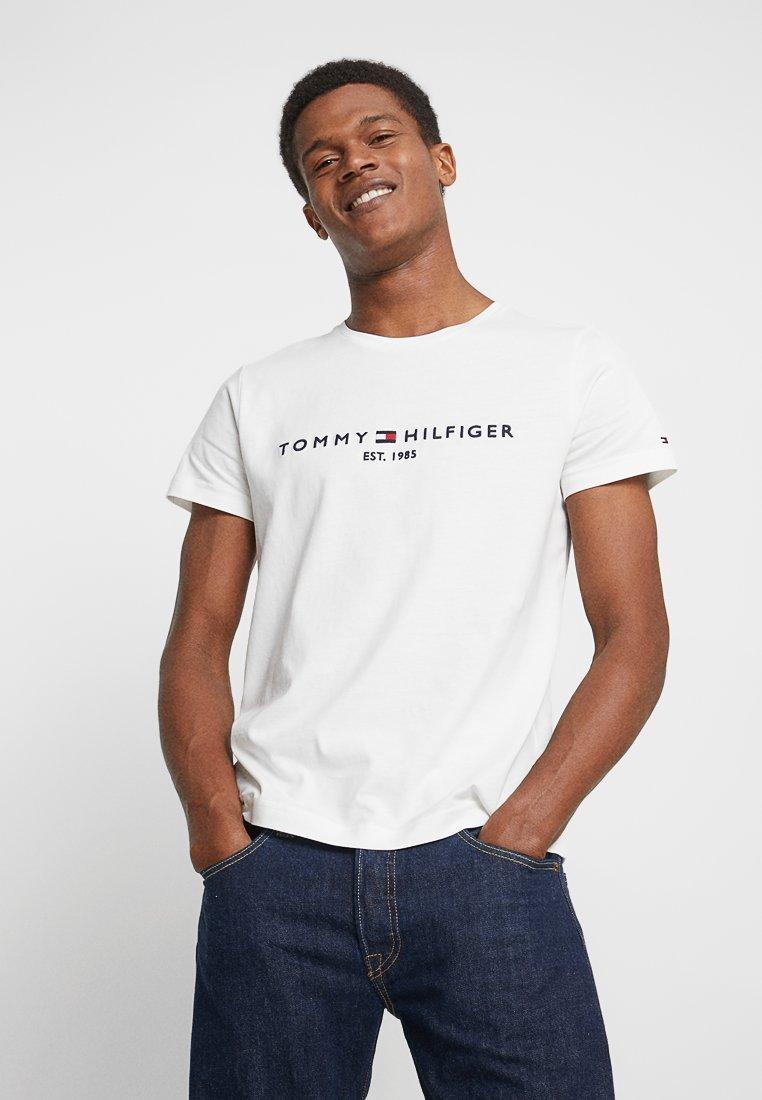 Tommy Hilfiger - LOGO TEE - Print T-shirt - white