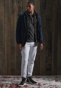 Superdry - OL VINTAGE EMB  - Basic T-shirt - winter black space dye - 0