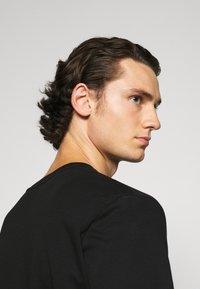 Calvin Klein - POCKET - Print T-shirt - black - 4
