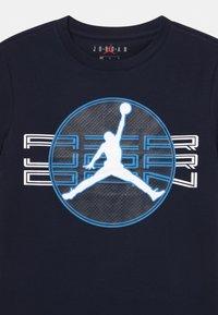 Jordan - JUMPMAN CLEAR - Print T-shirt - obsidian - 2