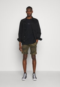 Alpha Industries - KEROSENE - Shorts - oliv