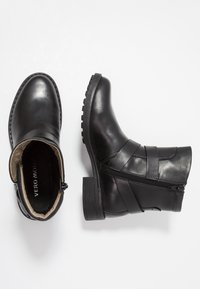 Vero Moda - VMVILMA BOOT - Cowboy- / bikerstøvlette - black - 3