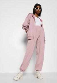 BDG Urban Outfitters - ZIP THROUGH HOODIE - Zip-up sweatshirt - bubble gum - 3