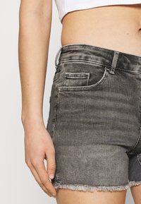 ONLY - ONLBLUSH  LIFE MID - Jeansshorts - medium grey denim - 3