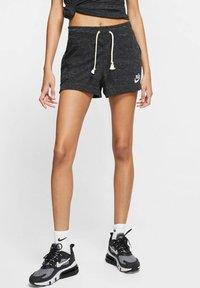Nike Sportswear - GYM VINTAGE - Shorts - black - 0
