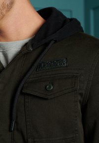 Superdry - CORE MILITARY PATCHED - Zip-up hoodie - army green - 1