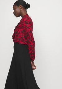 Wallis - SHADOW DITZY FLORAL FRILL - Long sleeved top - red - 3