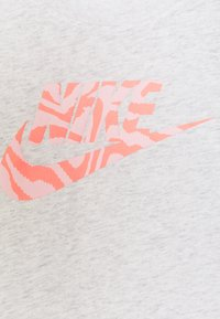 Nike Sportswear - TEE SCOOP  - Camiseta estampada - birch heather - 2