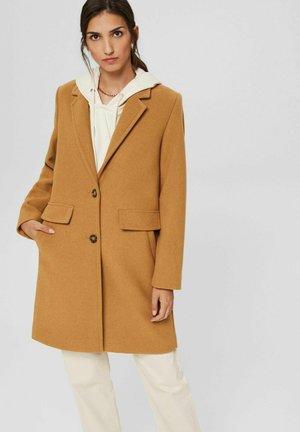 MIT REVERSKRAGEN - Short coat - camel
