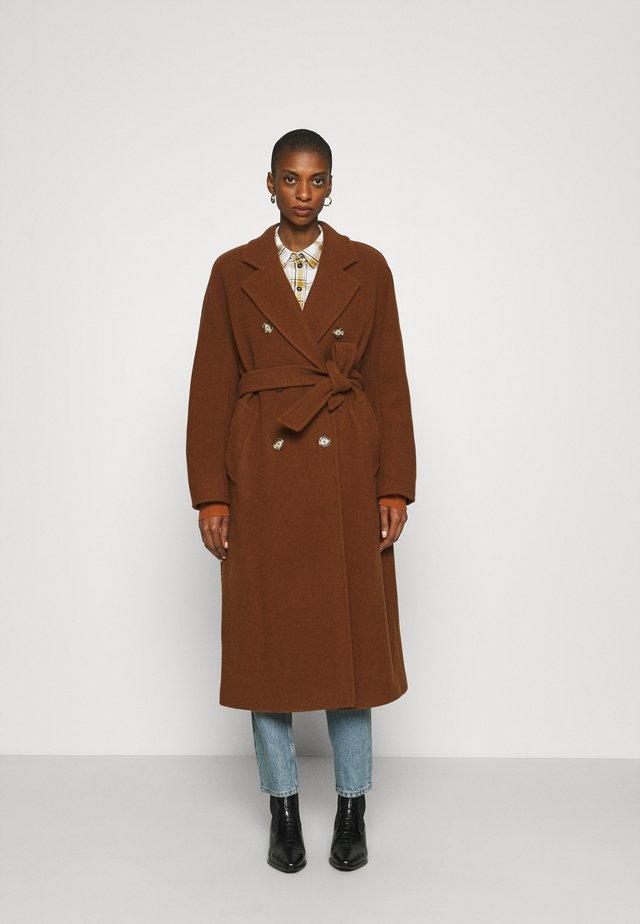 COAT LONG WELT POCKETS BELT - Cappotto classico - chestnut brown