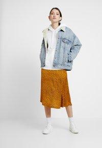Levi's® - SPORT HOODIE - Bluza z kapturem - white - 1