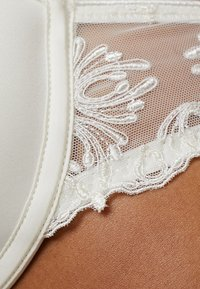 Chantelle - CHAMPS ELYSEES MEMORY FORM SCHALE - Underwired bra - ivory - 5