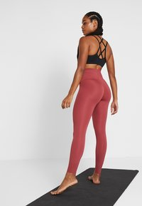 Nike Performance - W NK SCULPT LUX TGHT 7/8 - Tights - cedar/clear - 2
