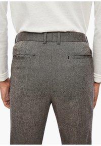 s.Oliver BLACK LABEL - SLIM FIT: TWEEDHOSE - Trousers - brown tweed - 3