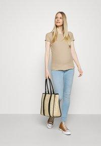 ONLY - OLMEMMA - Basic T-shirt - humus/melange - 1