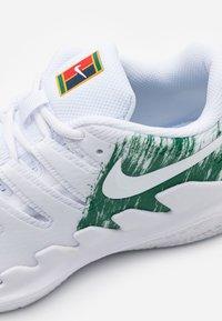 Nike Performance - JR VAPOR X UNISEX - Multicourt tennis shoes - white/clover - 5