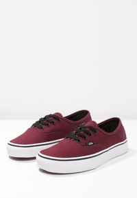 Vans - AUTHENTIC - Skateboardové boty - port royale/black - 2