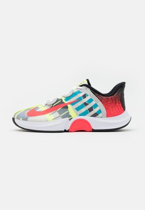 COURT AIR ZOOM TURBO - Allcourt tennissko - white/solar red/hot lime/neo turquoise