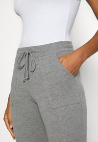Hollister Co. - LOGO FLEGGING - Teplákové kalhoty - medium grey - 5