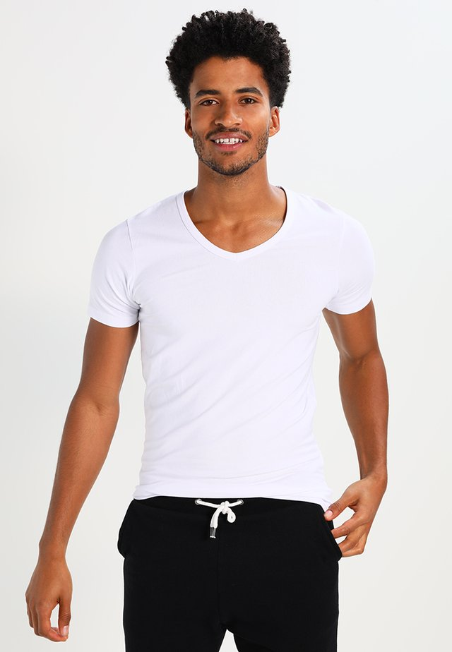 BASIC V-NECK  - T-paita - opt white
