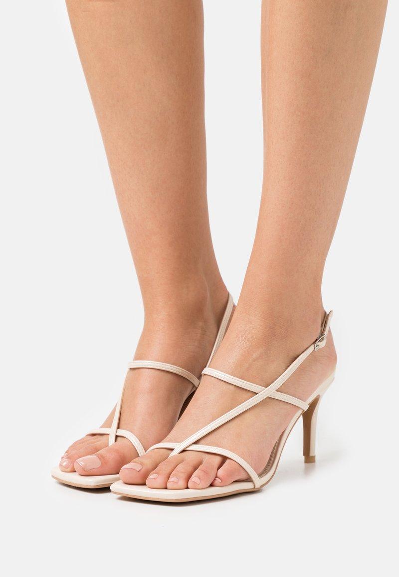 NA-KD - STRAPPY  - Sandalias de dedo - beige