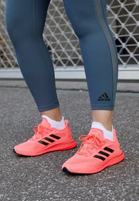 adidas Performance - SUPERNOVA - Neutral running shoes - signal pink/core black/copper metallic - 4