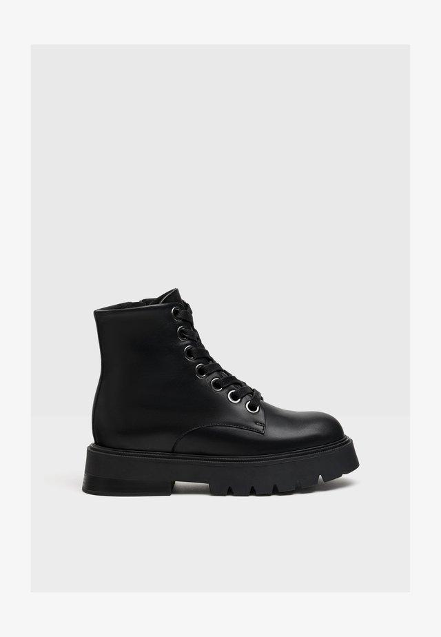 PLATEAUSTIEFELETTEN AUS LEDER - Boots à talons - black