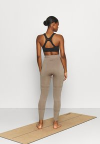 Casall - SEAMLESS BLOCKED - Tights - taupe grey - 2