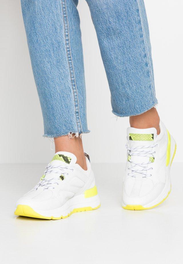KICK - Trainers - neon yellow