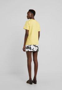 Alberta Ferretti - EVERYDAY - Print T-shirt - yellow - 2