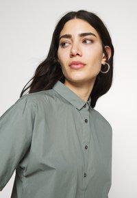 CLOSED - SENNA - Button-down blouse - dusty pine - 3